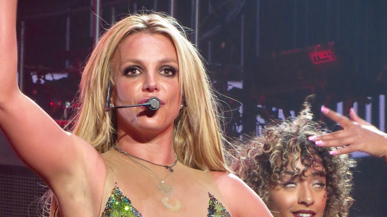 Britney Spears goes topless in new steamy Instagram post